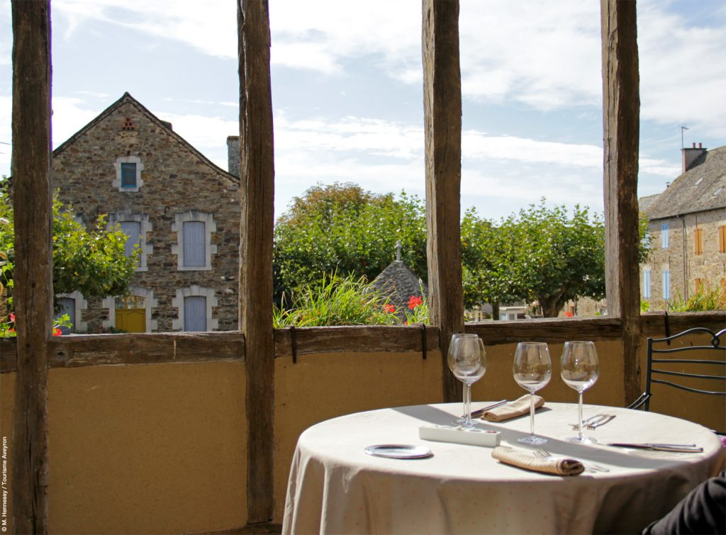 Terrasse du Sénéchal à Sauveterre de Rouergue © M. Hennessy / Tourisme Aveyron