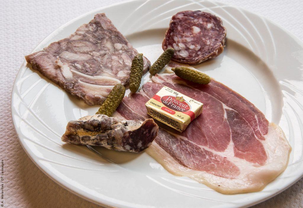 Petit déjeuner à la fourchette : la charcuterie  © A. Méravilles/OT-Laissagais