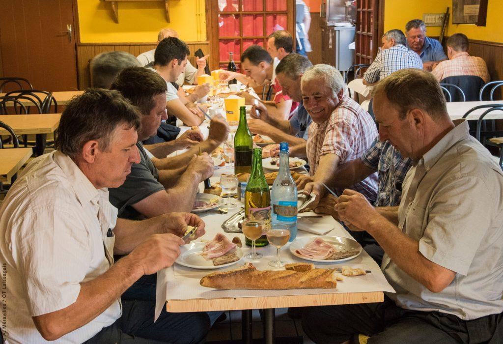 Petit déjeuner à la fourchette © A. Méravilles/OT-Laissagais