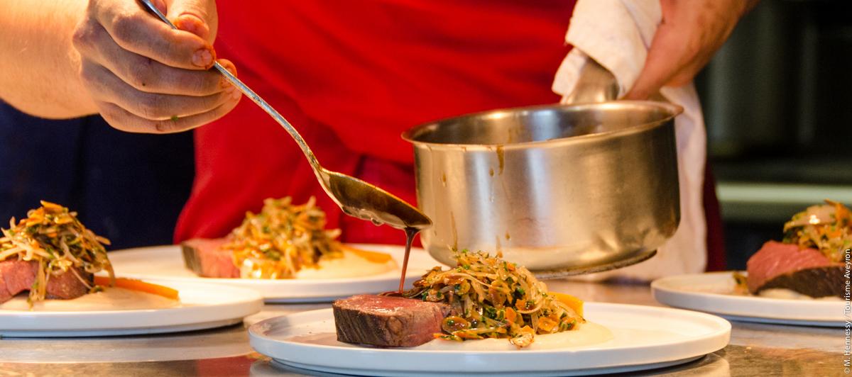 Quentin Bourdy, en cuisine, restaurant L'Univers, Villefranche de Rouergue