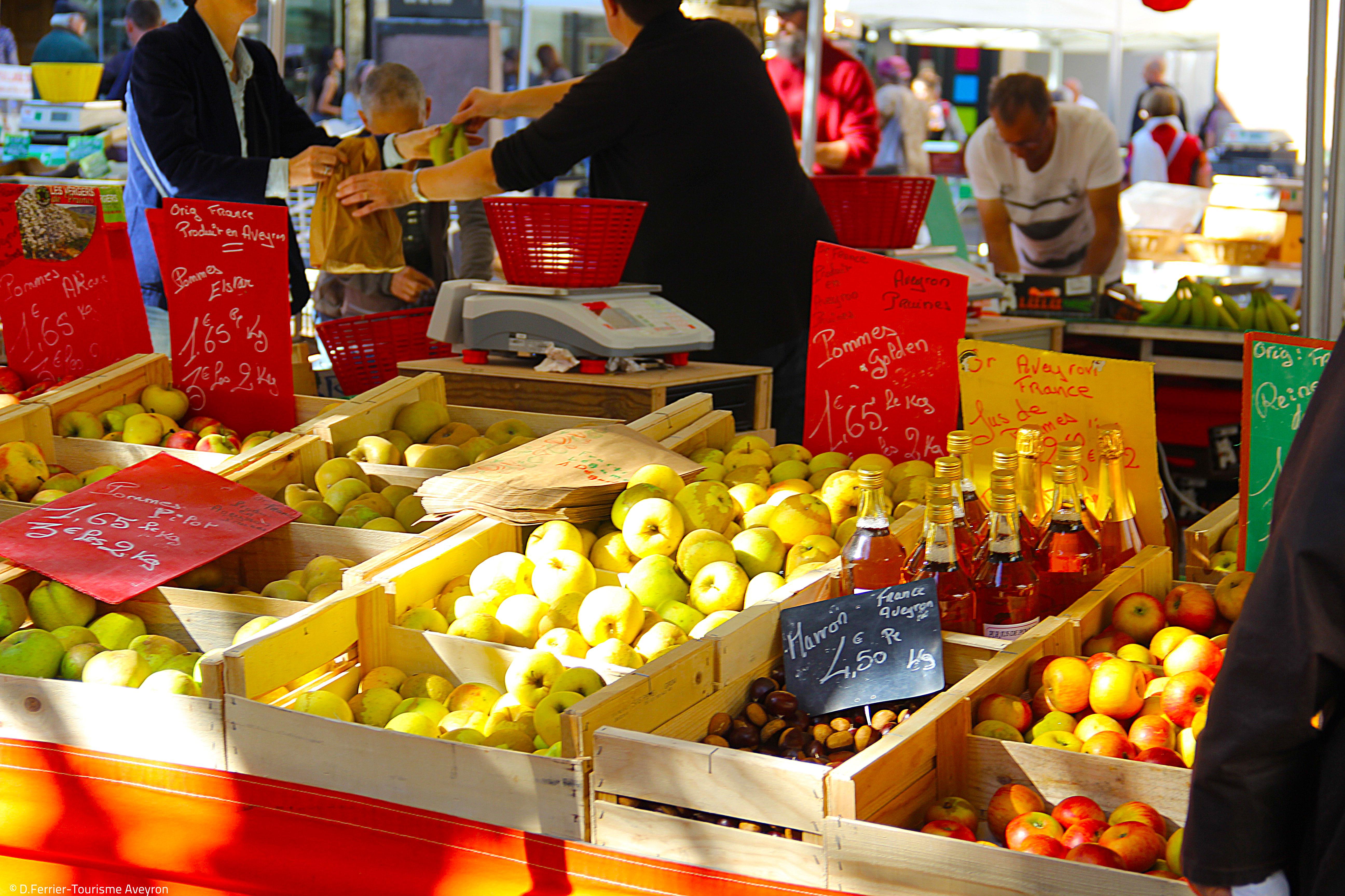 Etal, marché de Rodez, Aveyron @ D.Ferrier - Tourisme Aveyron