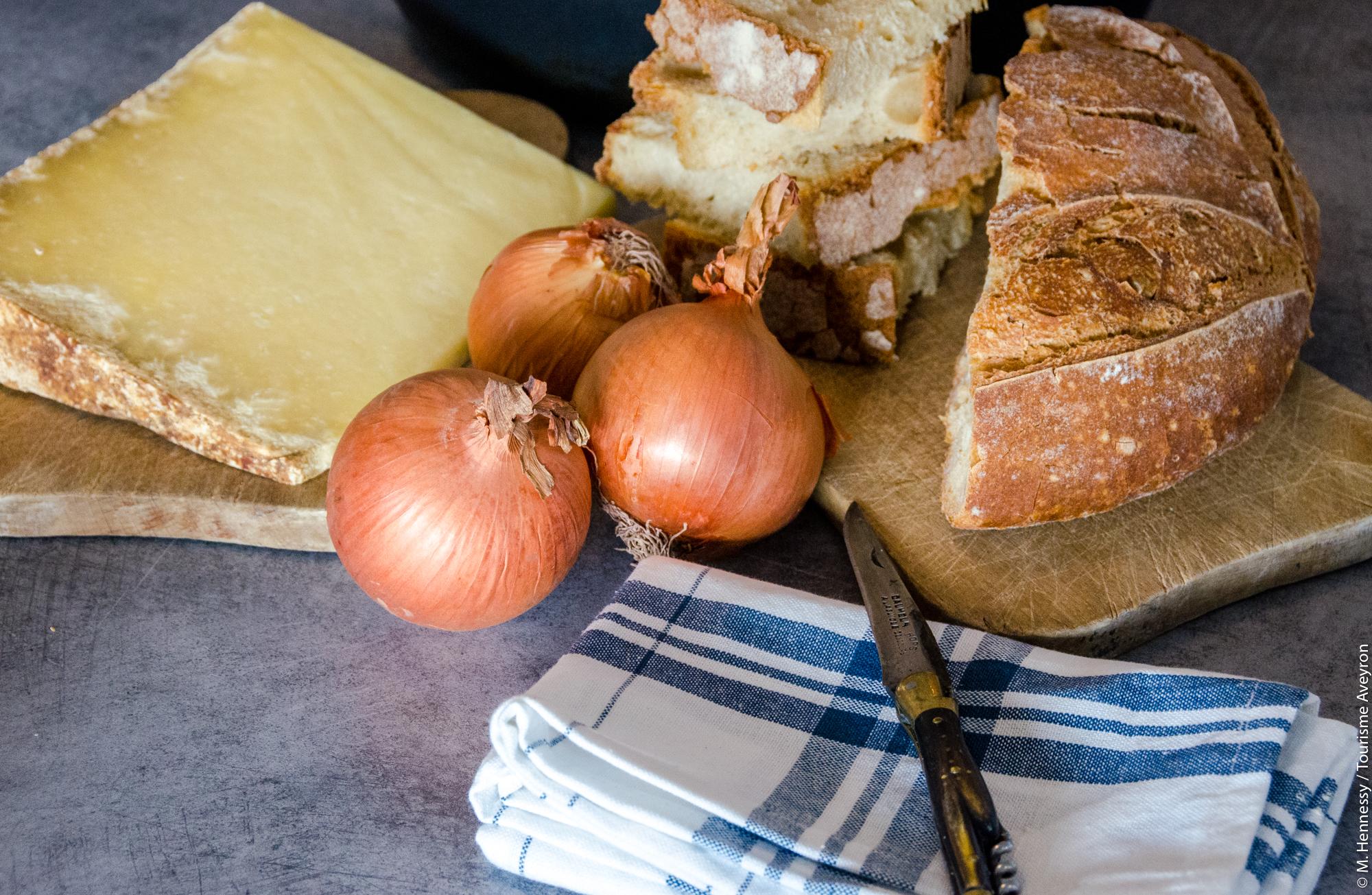 Ingrédients pour la soupe au fromage de l'Aveyron