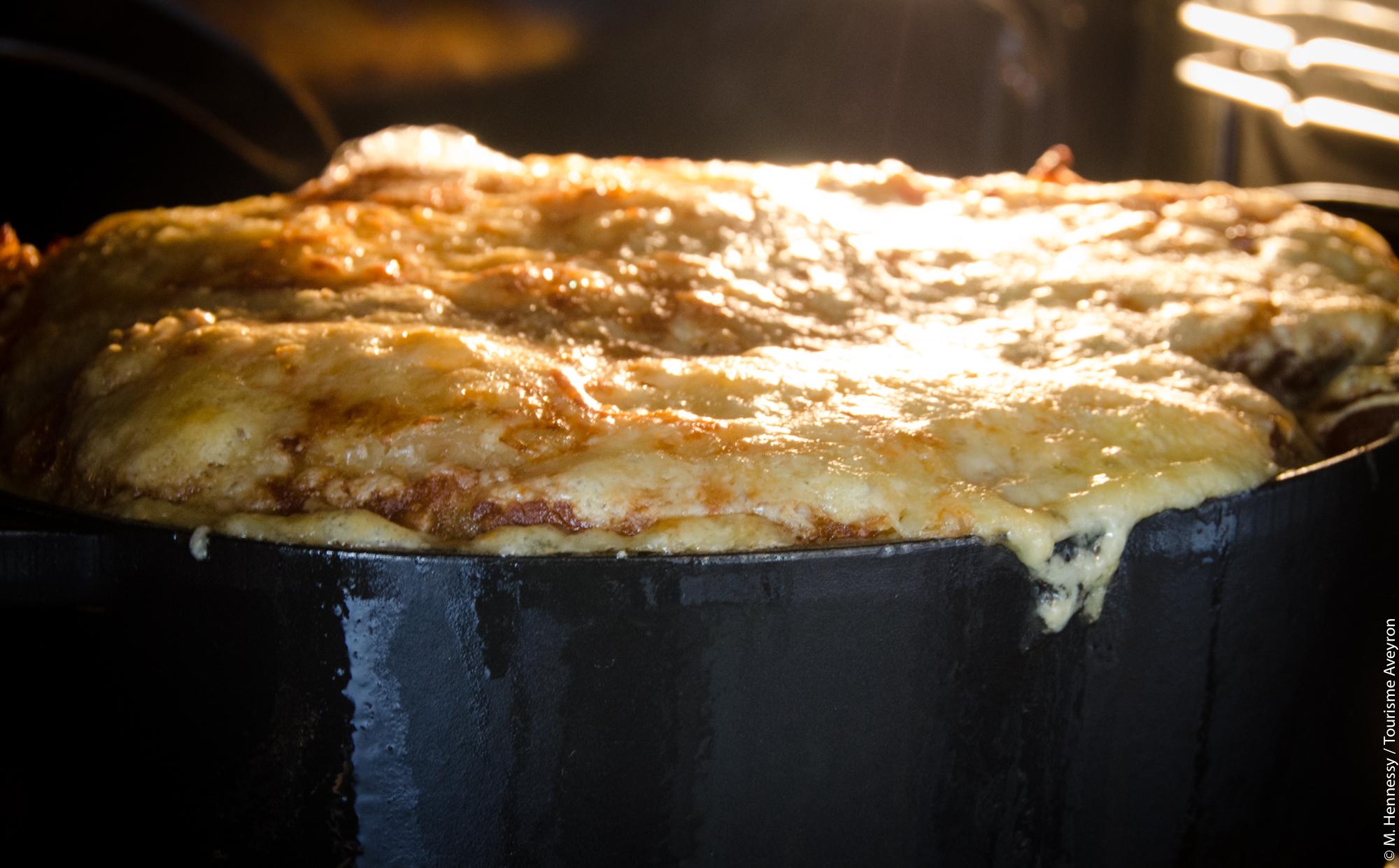 Préparation de la soupe au fromage de l'Aveyron