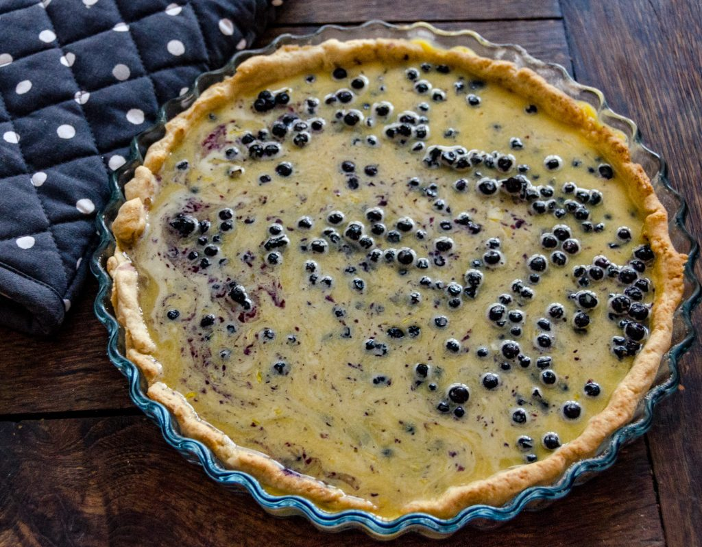 Préparation de la tarte aux myrtilles de l'Aubrac © M. Hennessy - Tourisme Aveyron