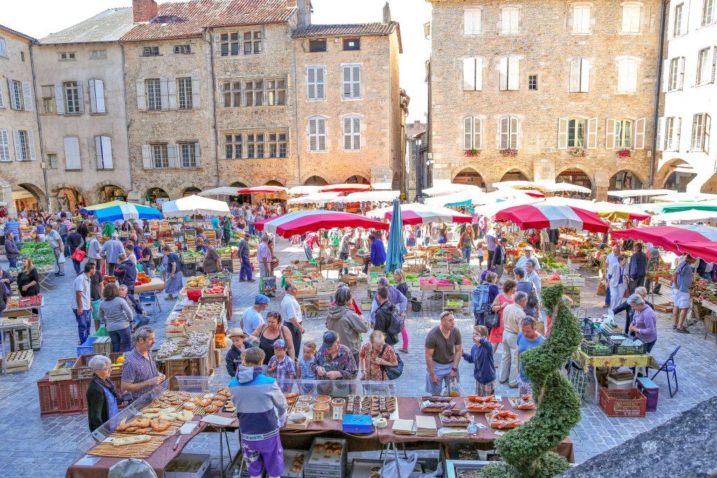 Marché de Villefranche-de-Rouergue © J. Morel - OT Ouest Aveyron