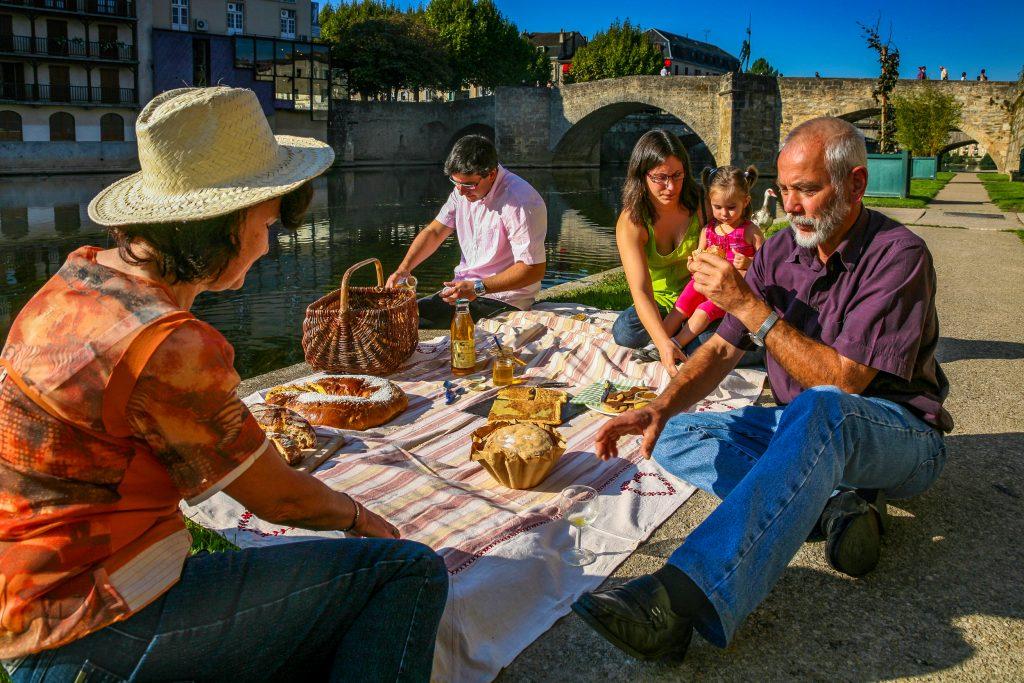 Pique-nique à Villefranche-de-Rouergue © J. Morel - OT Ouest Aveyron